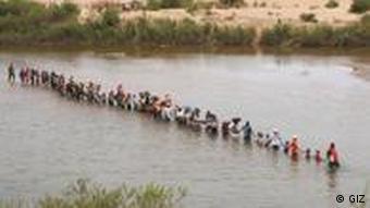 Exercícios de prevenção de catástrofes, no rio Sofala, em Munamicua