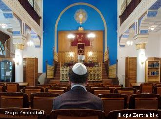 Who is the most suitable person to lead Germany's Jewish community?