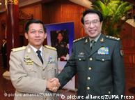 11月29日,缅甸国防军总司令敏昂兰(左)会见中共中央军委副主席徐才厚