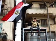 تلاش نظامیان برای ادامه کنترلشان بر سرنوشت سیاسی مصر، اسلامگرایان و برخی گروههای چپ را به شدت نگران کرده است.