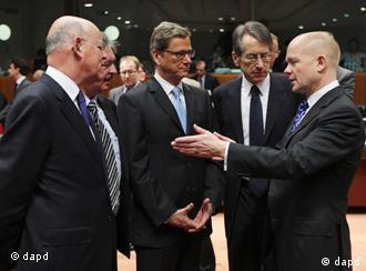 بخشی از تحریمهای اتحادیه اروپا علیه صنایع نفت ایران از ۱۲  اردیبهشت آغاز شده است