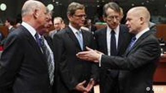 اتحادیه اروپا سرگرم رایزنی برای تحریم خرید نفت از ایران است