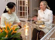هیلاری کلینتون و آنگ سان سوچی