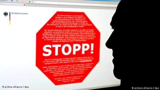 Das Stopp-Schild - Symbol der Debatte um das Zugangserschwerungsgesetz (Foto: dpa)