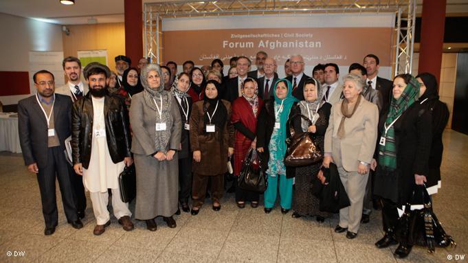 Gruppenbild der gewählten Delegierten des Forums der afghanischen Zivilgesellschaft (Foto: DW)