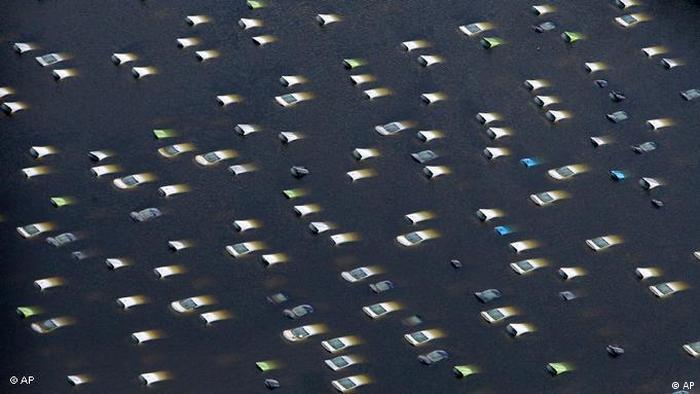 Flash-Galerie Bildergalerie Jahresrückblick Naturkatastrophen 2011 Flut Überschwemmung Tsunami Brand Erdbeben (AP)