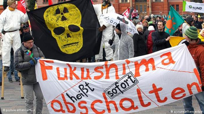 Fukushima demo in Rostock, 2011 (picture-alliance/dpa)