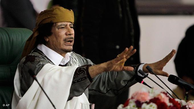Mouammar Kadhafi face à ses partisans à Tripoli en mars 2011