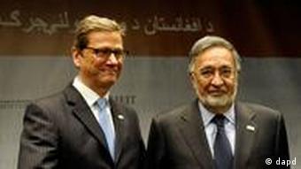 Bundesaußenminister Guido Westerwelle (l.) mit seinem afghanischen Amtskollegen Salmai Rassul (Foto: dapd)