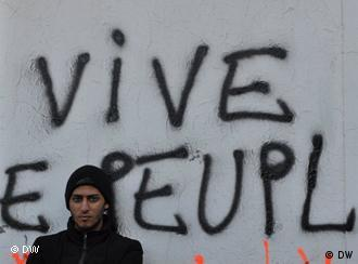 grafitti reading Vive le peuple or long live the people