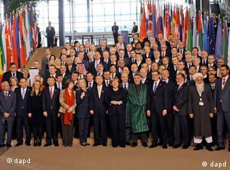Gruppenbild - Afghanistan Konferenz 2011 Bonn (Foto: Pool/AP/dapd)