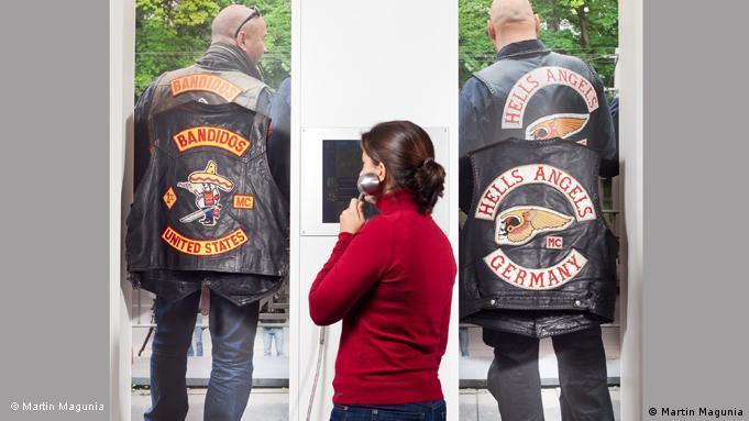 Klares Signal: Rockerkutten der Bandidos und der Hells Angels © Martin Magunia *** Eine Veröffentlichung der Fotos ist nur in Zusammenhang mit der Berichterstattung und unter Angabe des Copyright-Hinweises zulässig.