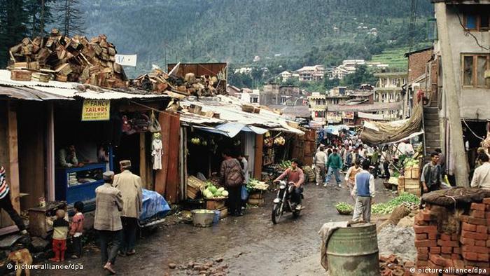 Straße in Manali im indischen Bundesstaat Himachal Pradesh (picture-alliance/dpa)