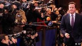 دیوید کامرون، نخستوزیر بریتانیا، با برنامهی نیکلا سارکوزی مخالفت میکند
