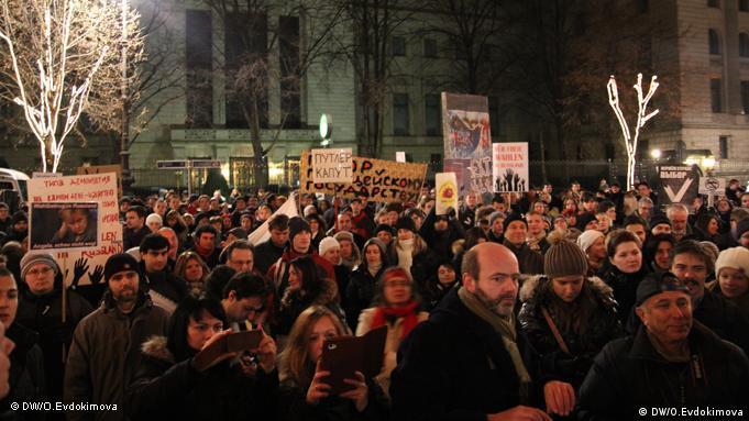 Demonstranten vor der russischen Botschaft in Berlin (Foto: DW)