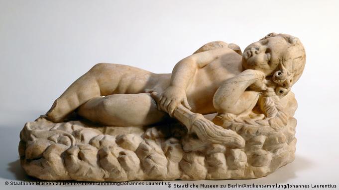 اروس، خدای عشق، در نمایشگاهی در مونیخ با عنوان بازگشت خدایان