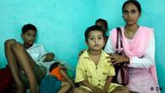 Shammo Khan with five-year-old Sunita