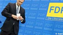 Berlin/ FDP-Generalsekretaer Christian Lindner geht am Mittwoch (14.12.11) in Berlin im Thomas-Dehler-Haus nach der Bekanntgabe seines Ruecktritts vom Podium. Foto: Michael Gottschalk/dapd