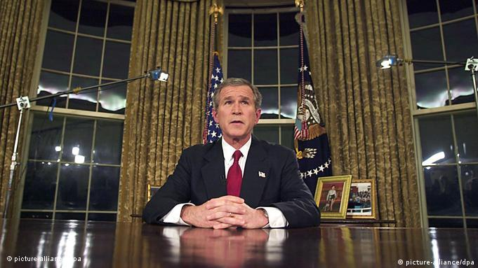 US President George W. Bush addresses the nation from the Oval office of the White House late 19 March 2003 in Washington, DC, announcing he had launched war against Iraq, promising a broad and concerted campaign to disarm Baghdad and topple Saddam Hussein. Foto: Luke FRAZZA dpa