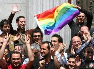 İspanya'da eşcinseller parlamentonun aldığı karardan dolayı mutlu