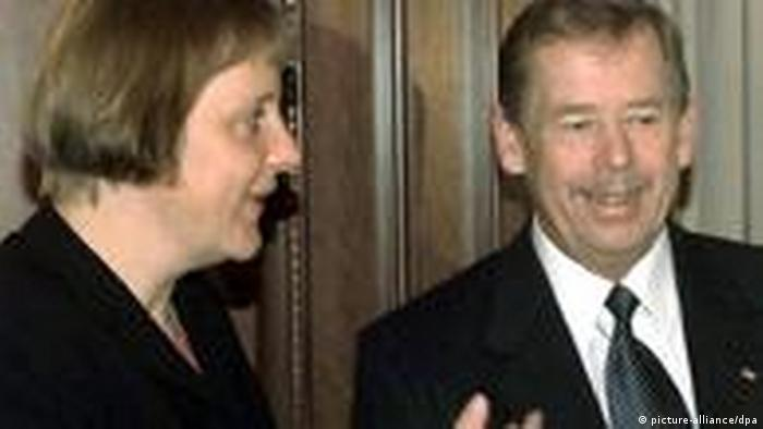 Angela Merkel und Vaclav Havel 2000 (picture-alliance/dpa)