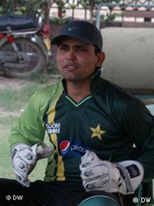 these are the pictures of pakistani crickter kamran akmal taken by me Tariq Saeed for dw in Lahore on 18:11:2011 and now i give all publishing rights to dw.