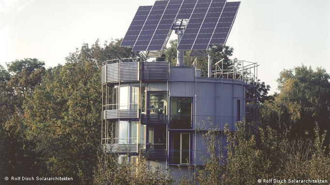 Das erste Plusenergiehaus (Heiliotrop) in Freiburg aus dem Jahr 1994. Copyright: Rolf Disch Solararchitekten