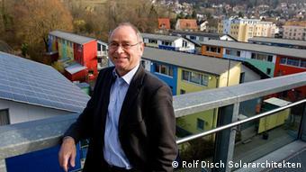 Solararchitekt Rolf Disch vor Solarsiedlung. Copyright: Rolf Disch Solararchitekten