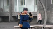 Flash-Galerie Nordkorea Verkehrspolizistin auf der Strasse