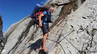 Экипировка по полной программе: Мартл Юнг во время перехода через Альпы