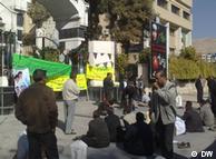 تحصن کارگران مقابل فرمانداری شیراز