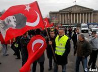 Turcos protestaram na frente do Parlamento francês