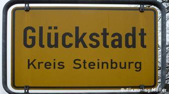 Указатель с названием города: Глюкштадт