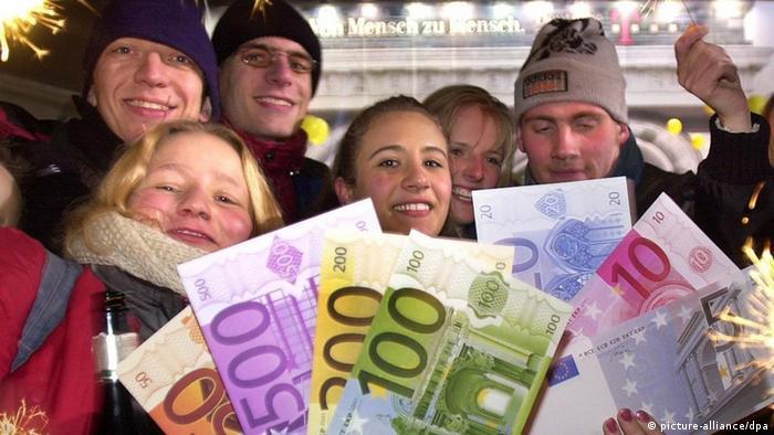 الأوروبيون يحتفلون بالذكرى العاشرة لليورو