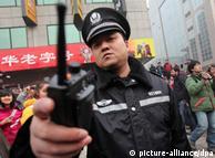 برخورد دولت چین با اینترنت و کاربرانش، کاملا پلیسی و سرکوبگرانه است