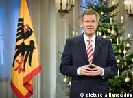 کریستیان وولف، رئیس جمهور آلمان به هنگام ایراد سخنرانی خود به مناسبت عید میلاد مسیح