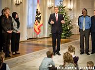 گروهی از نمایندگان قشرها و ملیتهای گوناگون نیز در مراسم سخنرانی رئیس جمهور آلمان حضور داشتند