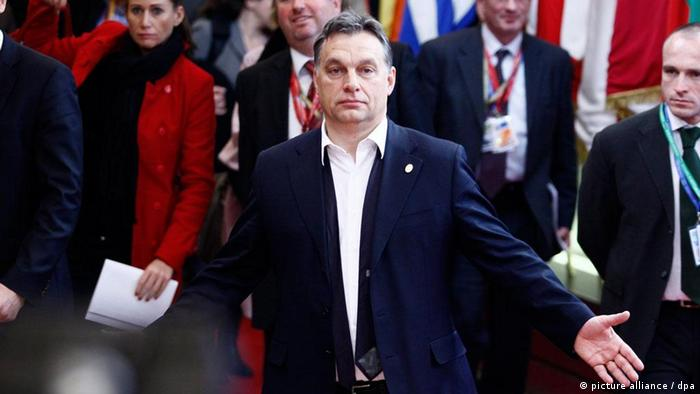epa03029251 Hungary's Prime Minister Viktor Orban leaves after the European Council meeting, at the EU headquarters in Brussels, Belgium, 09 December 2011. At the European Council summit that started last night, the EU member states agreed on tighter budget rules outside normal EU legal arrangements to counter the ongoing crisis in Europe, and especially in the eurozone. EPA/BRUNO FAHY Belgium Out +++(c) dpa - Bildfunk+++