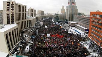 Многотысячная демонстрация оппозиции на проспекте имени Сахарова в Москве 24 декабря 2011 года