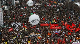 تظاهرات مخالفان در مسکو و سنپترزبورگ به لحاظ ابعاد و تداوم تا کنون سابقه نداشته است