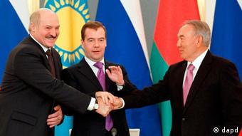 Президенты России, Казахстана и Беларуси при подписании соглашения о ТС