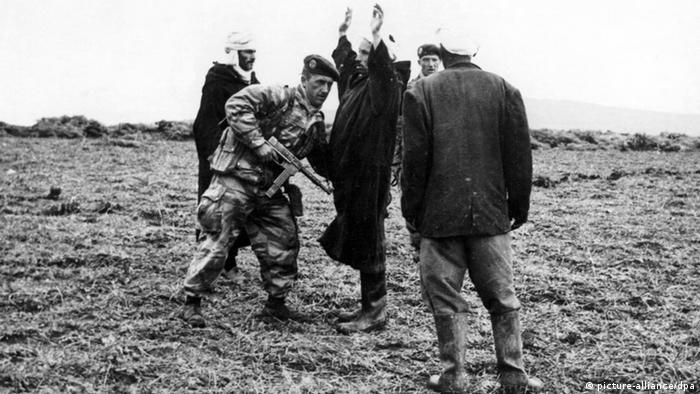 Französische Patrouille in Algerien 1958 (picture-alliance/dpa)