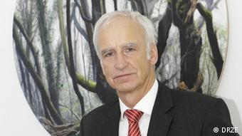 Prof. Dr. Dieter Sturma / DRZE Prof. Dr. Dieter Sturma, Direktor des Deutschen Referenzzentrums für Ethik in der Biowissenschaft (DRZE), Bonn. (Foto: DRZE) Fabian Schmidt
