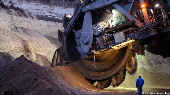 Ковши роторного экскаватора в угольном разрезе Хойерсдорф в Германии