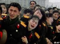 Militares norte-coreanos durante o cortejo fúnebre