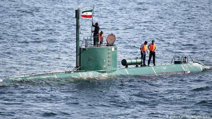 Военные маневры Ирана в Ормузском проливе (фото из архива)