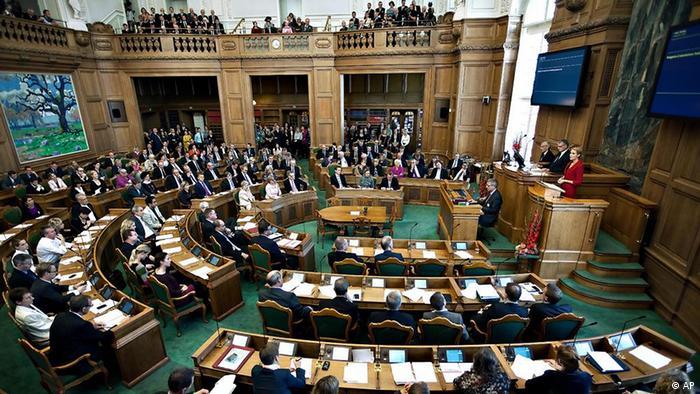 Escolados em governos minoritários: deputados dinamarqueses se reúnem no Folketing, em Copenhague