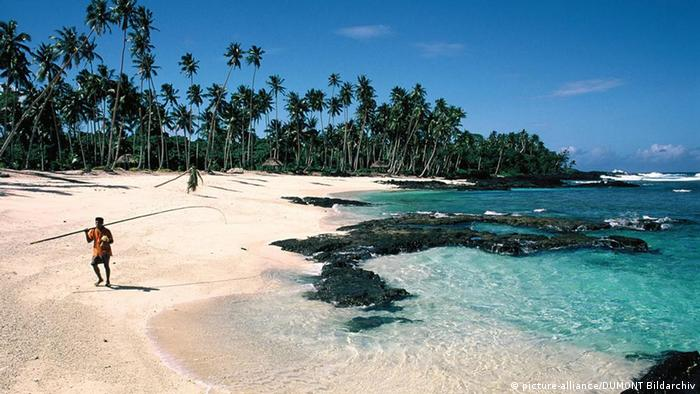 A beach in Samoa Photo: picture-alliance/DUMONT Bildarchiv.