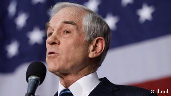 Republican presidential candidate, Rep. Ron Paul, R-Texas, campaigns during an event honoring veterans at the Iowa State Fair Grounds in Des Moines, Iowa, Wednesday, Dec. 28, 2011. (Foto:Charles Dharapak/AP/dapd)
