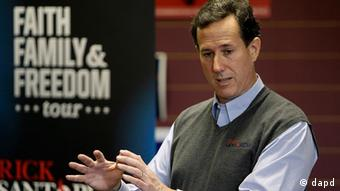 Republican presidential candidate, former Pennsylvania Sen. Rick Santorum speaks during a town hall meeting at the Fort Dodge GOP Headquarters, Tuesday, Dec. 27, 2011, in Fort Dodge, Iowa. (Foto:Charlie Neibergall/AP/dapd)